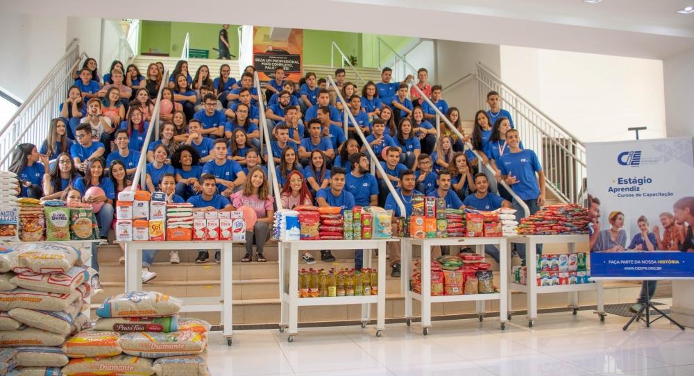 CIEE arrecada aproximadamente 1,5 tonelada de alimentos em Maringá