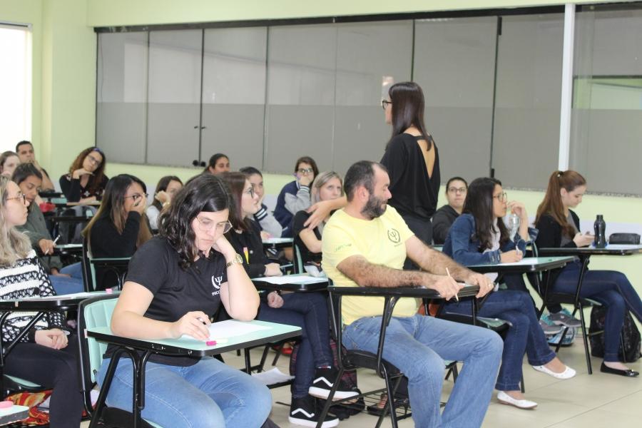 Minicursos trazem temas importantes a serem discutidos em sala de aula