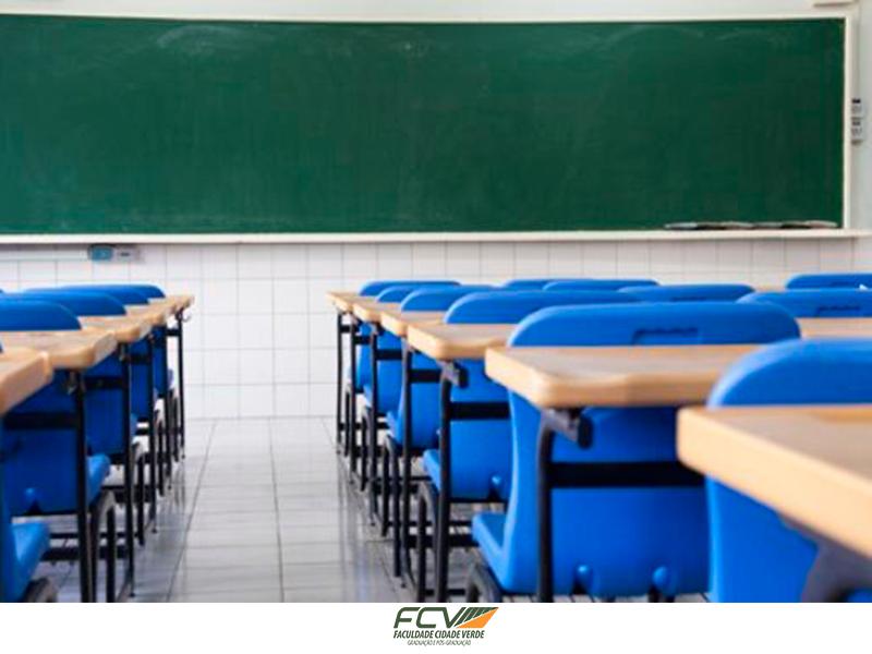 Em média 50% dos universitários abandona o curso
