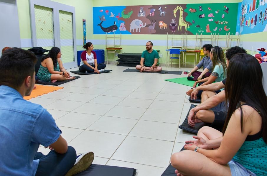 Professor oferece aulas de Yoga gratuitas durante isolamento social
