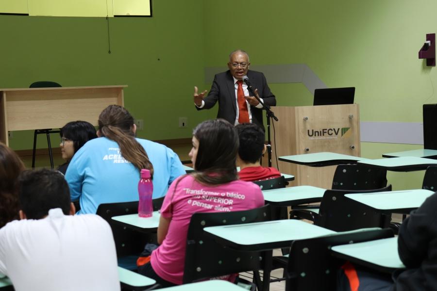 Literatura e identidade cultural negra são pautas em palestra realizada na UniFCV