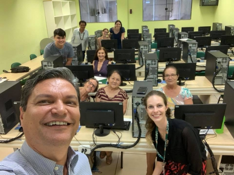 UniFCV oferece aula de computação para idosos