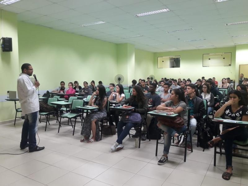 FCV e Colégio Axia realizam Aulão Preparatório para o ENEM