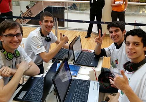 Alunos de TI da FCV participam de maratona de programação