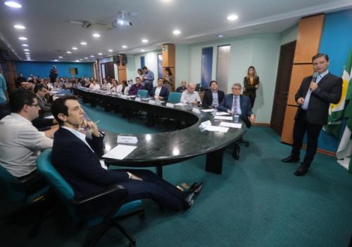 Reitor da UNIFCV apresenta ações de educação para Secretário de Educação
