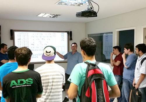 Curso de Análise de Sistemas visita empresa Objective