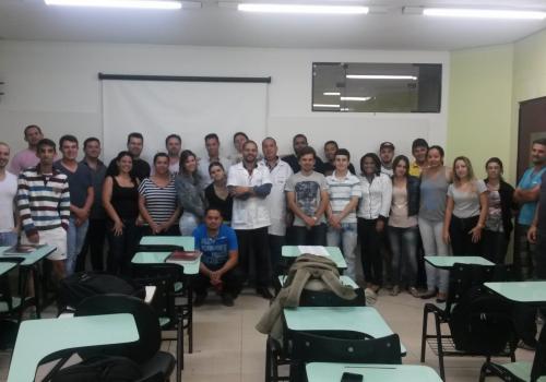 Acadêmicos do curso de Gestão Comercial participam de palestra sobre Comércio Exterior