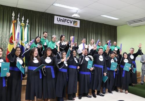 UniFCV realiza a primeira colação de grau para alunos EAD