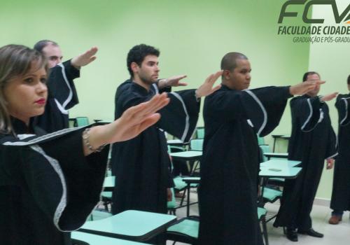 Em cerimônia especial FCV cola grau de seis formandos