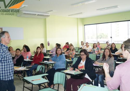 NRE realiza seminário na FCV