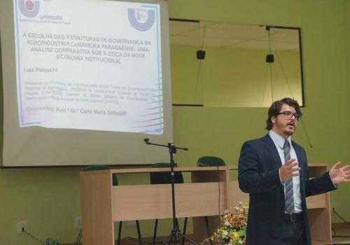 Terceiro dia do Intercursos conta com apresentação de 29 resumos da área de Direito e Economia