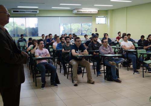 Desenvolvimento WebMobile: curso se inicia com fila de espera