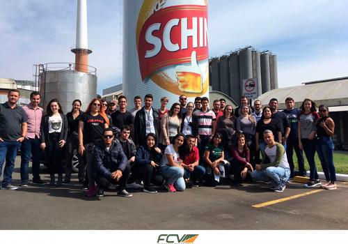 FCV leva alunos para a fábrica da Heineken e Mega Store da Cacau Show