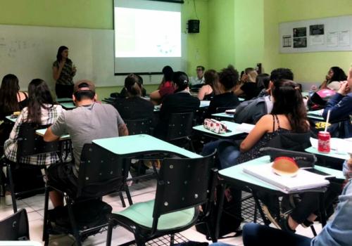 Minicurso referente ao e-social é oferecido para alunos do 6º e 7º semestre de contábeis na UNIFCV