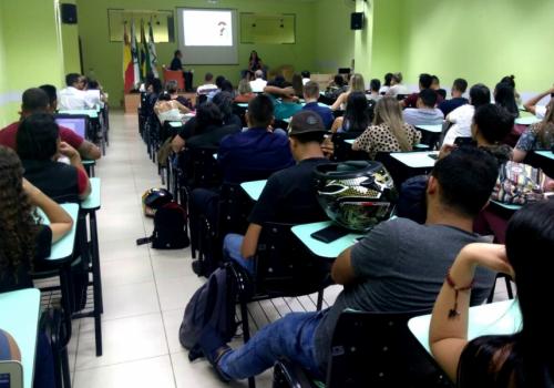 """Mesa redonda tem como tema """"Teorias e abordagens contábeis"""" para alunos de Ciências Contábeis da UNIFCV"""