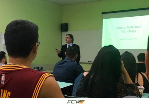 Direito: alunos têm palestra com desembargador do TRT