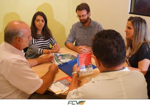 Representante da Receita Federal visita NAF da FCV