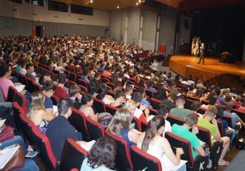 Primeira noite de Semana Acadêmica aconteceu no Teatro Marista e Afuem