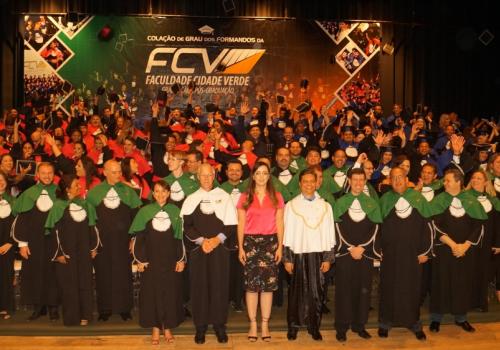 Em dois dias, FCV cola grau de 263 formandos. Direito forma sua 1ª turma.