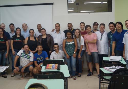 Acadêmicos de Gestão Comercial participam de palestra com Guilherme Tomoike
