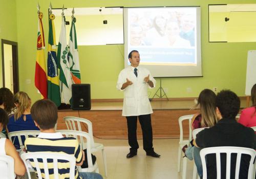Primeiro dia do Ciclo de Palestras Empresariais é realizado na FCV