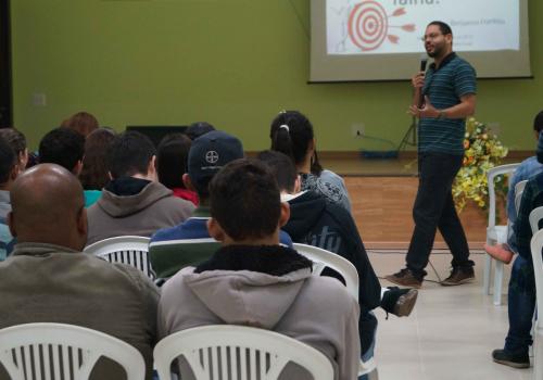 Palestras e apresentações de artigos completam a programação do terceiro dia do Ciclo