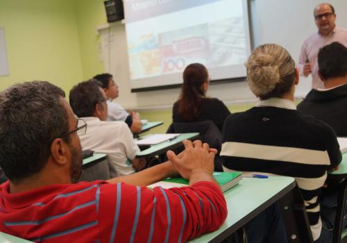 Alunos do Pronatec participam de palestra sobre Cenário das Importações