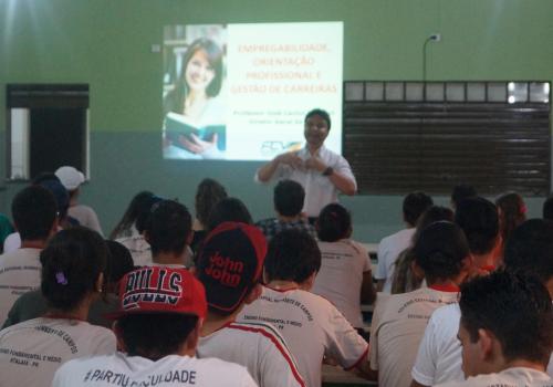 Alunos de Atalaia participam de Projeto de Orientação Educacional da FCV