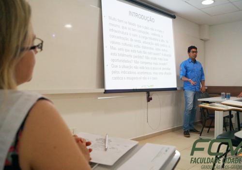 Minicursos e apresentações no terceiro dia do III Seminário Empresarial e Jornada de TI