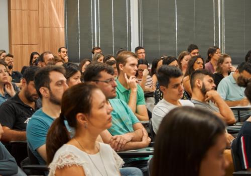 Aula Magna recebe 300 novos alunos da pós-graduação