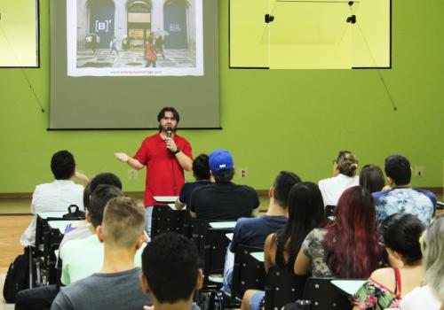 Palestra sobre Mercado de Capitais é oferecida para alunos de administração e contábeis na UNIFCV