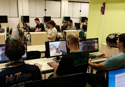 Curso de Análise de Sistemas FCV começa o semestre com competição de Games
