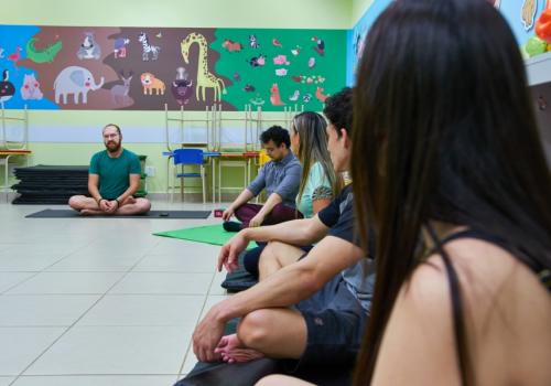 UniFCV realiza aula de yoga especial para alunos da instituição