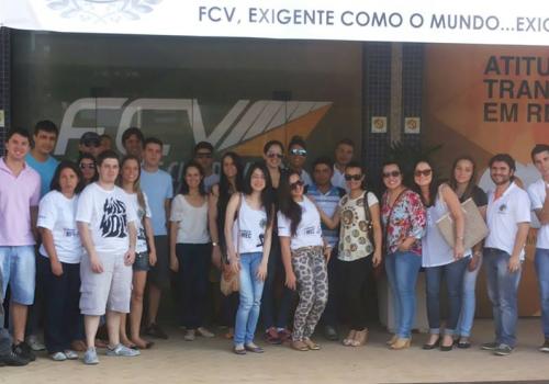 """Acadêmicos de Economia participam do projeto """"Viva Feliz sem Dívidas"""""""